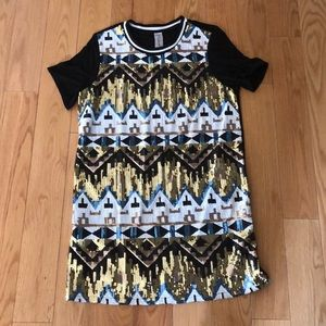 NWOT Short Sleeve Sequin Geometric Print Dress